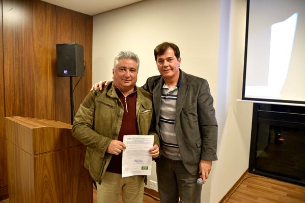 Dirceu Vaz, vice-presidente do Sicontiba e sócio da MV Contabilidade, e Hugo Catossi